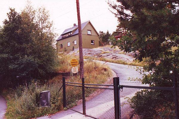 Vaktmesterboligen på Torgauten fort. Fotografiet er tatt på begynnelsen av 1990-tallet. Huset er i dag revet.